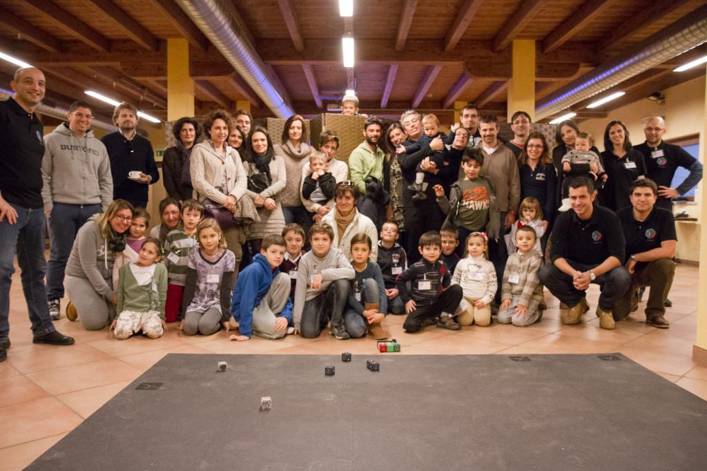 Una foto di gruppo per la nostra prima merenda robotica
